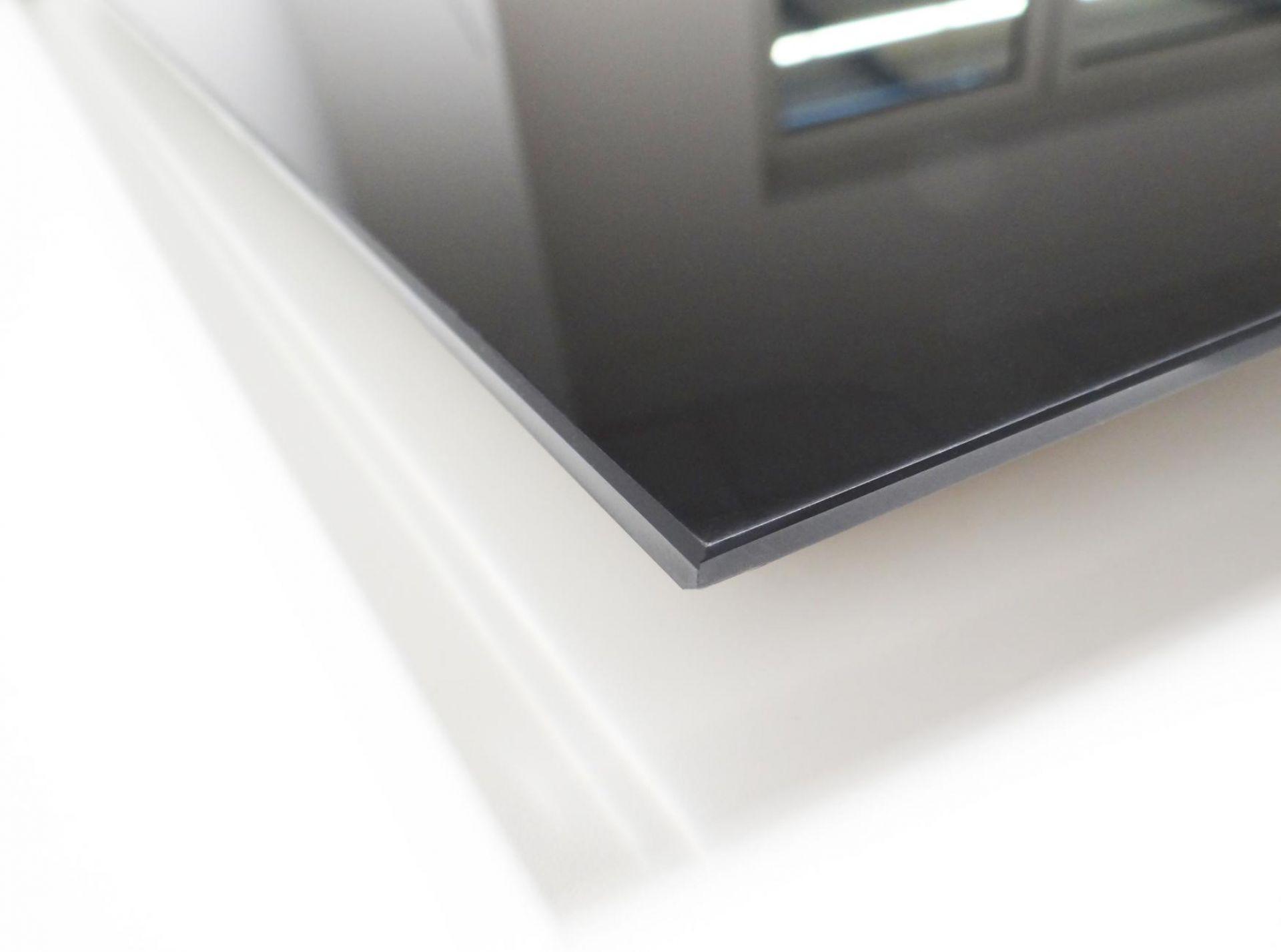 Detailfoto der Infrarot Glasheizung ohne Außenrahmen
