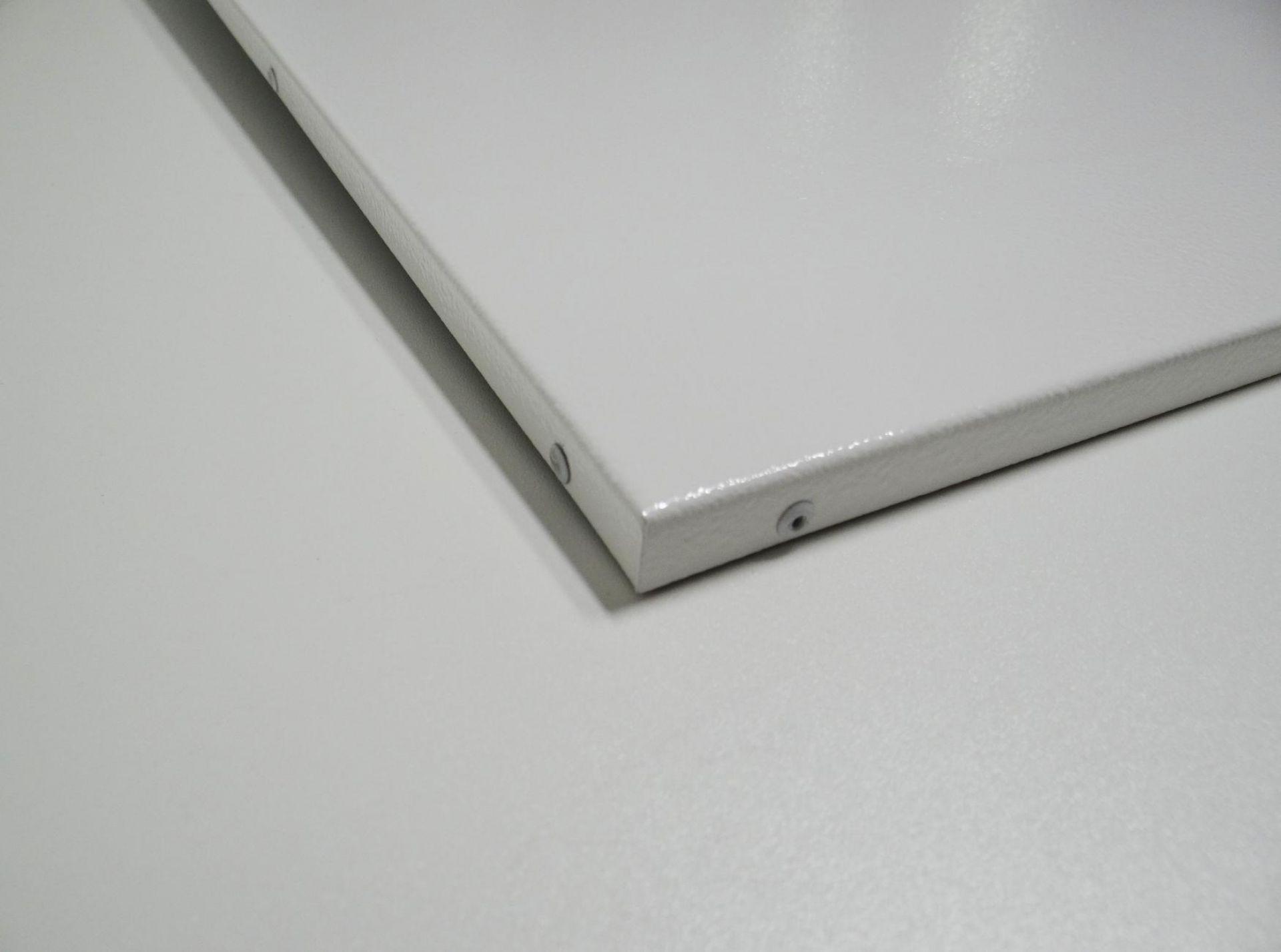 Infrarotheizung PowerSun Standard, weiss, pulverbeschichtet, Detailfoto